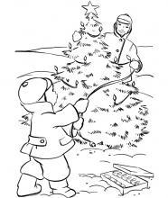 Раскраска Папа и сын украшают елку во дворе